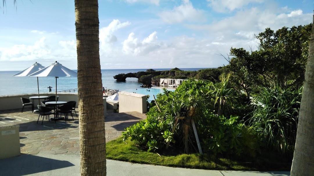 ハイアットリージェンシー瀬良垣アイランド沖縄のプールと空